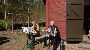 Aksel og Niels underholder.